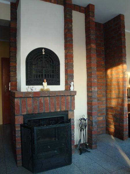 Zwieńczenia kominów oraz kominki wykonujemy ze sprawdzonych materiałów budowlanych wysokiej jakości